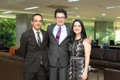 Dr. Alejandro Gaviria Uribe, Ministro de Salud y Protección Social, en compañía del Dr. Germán Campuzano Zuluaga y la Doctora Carolina Campuzano Zuluaga