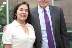 Dr. Alejandro Gaviria Uribe, Ministro de Salud y Protección Social en compañía de la Presidente de la Academia de Medicina de Medellín, Dra. Rocío Gómez Gallego